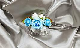 Modro biely kvetinový hrebienok do vlasov