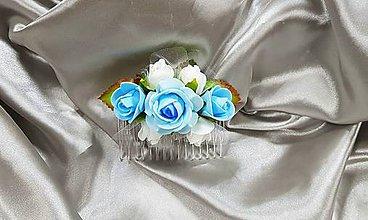 Ozdoby do vlasov - Modro biely kvetinový hrebienok do vlasov - 10385588_
