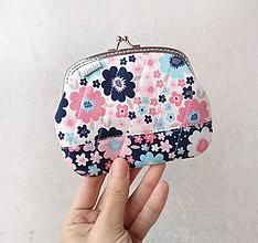 Peňaženky - Peňaženka XL Kvety dvoch farieb - 10387090_