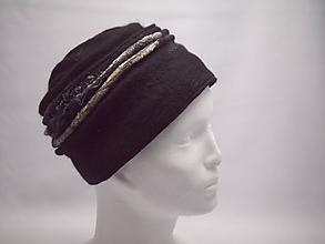 Čiapky - Čierny vlnený klobúčik s hodvábom - 10392651_
