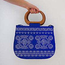 Kabelky - FOLK KABELKA ČIČMANY S DREVENOU RÚČKOU (Modro-biela vzor3) - 10391294_