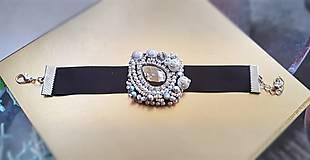 Náramky - plesový šitý náramok - 10391925_