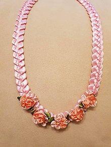 Náhrdelníky - Náhrdelník zo saténových stužiek s ružičkami (Ružová) - 10391742_