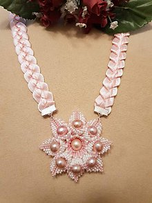 Náhrdelníky - Náhrdelník zo saténových stužiek s ružičkami (Ružová) - 10391772_