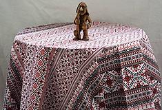 Úžitkový textil - Obrus. Ako krížikom vyšité v klasickej farebnosti. - 10391055_
