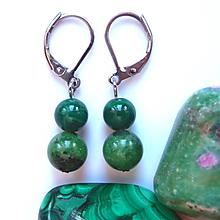 Náušnice - Náušnice malachit a rubín v zoisitu - 10391131_