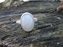Prstene - Strieborny prsteň Ag925 Mesačný kameň - 10389456_
