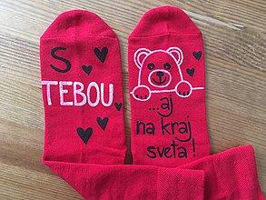 """Obuv - Zamilované maľované ponožky s nápisom: """"S TEBOU ...aj na kraj sveta"""" (Červené) - 10392163_"""