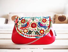 Kabelky - Pestrofarebná folk kabelka s červenou koženkou - 10393754_