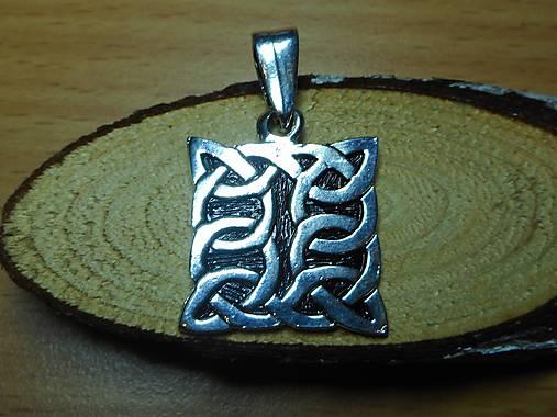 celtic amulet -prepletaný symbol