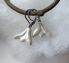 Náušnice - porcelánové náušnice Snežienky perleťové - 10396029_