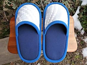 Obuv - Modré papuče s bielym vzorovým vrchom - 10396492_