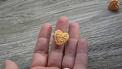 Prstene - Pletené srdiečko - prsteň, chirurgická oceľ (marhulkové, č. 2572) - 10395077_