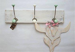 Nábytok - Jarný ozdobný vešiak - 10394020_