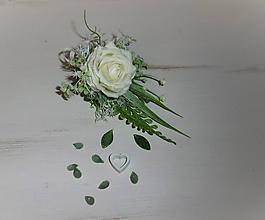 Dekorácie - svadobné pierko pre ženícha: biela ruža - 10400550_