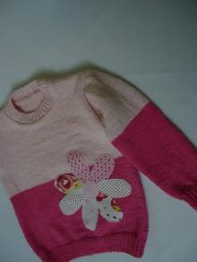 Detské oblečenie - Dievčenský pulovrík - kvet - 10401145_