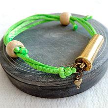 Náramky - Šnúrový saténový náramok s nábojnicou zelený - 10400923_