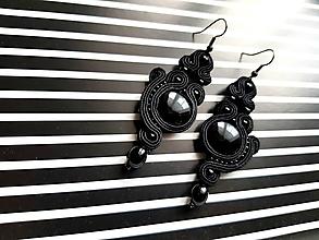 Náušnice - Emilia - black - Ručne šité šujtášové náušnice - Soutache earrings - 10398726_