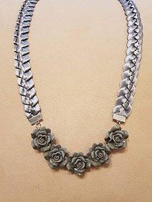 Náhrdelníky - Náhrdelník ružičky  (Šedá) - 10399310_