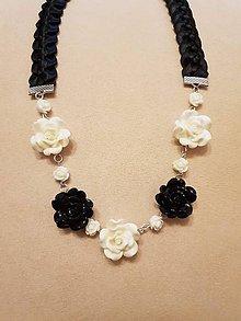 Náhrdelníky - Náhrdelník ružičky  (Čierno-biela) - 10399348_