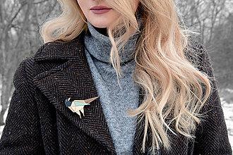 Odznaky/Brošne - Drevená brošňa Straka - 10401355_