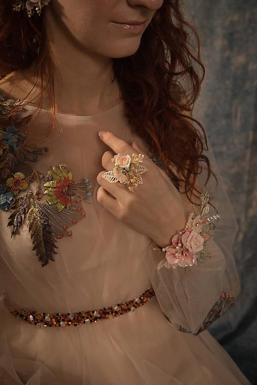 """Kvetinový prstienok """"v objatí nežných slov"""""""