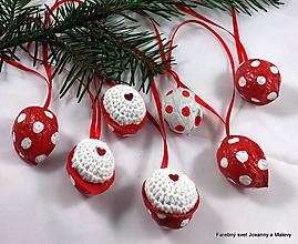 Dekorácie - vianočné háčkované Oriešky červené bodkované - 10398698_