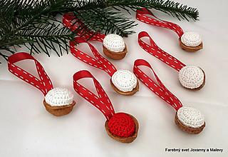Dekorácie - vianočné háčkované Oriešky bielo červené - 10398979_