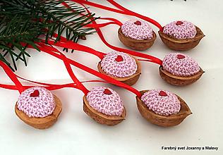 Dekorácie - vianočné háčkované Oriešky lila - 10399386_