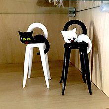 Dekorácie - Figúrka mačička na stoličke - 10402686_
