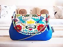 Kabelky - Pestrofarebná folk kabelka s modrou koženkou - 10404377_