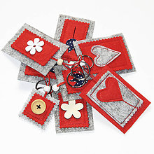 Kľúčenky - Kľúčenka z filcu - s kvietkom, gombíkom, či srdiečkom - 10402453_