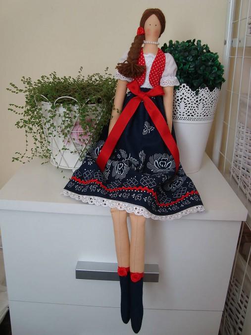 Bábika vo folkovom štýle