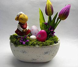 Dekorácie - Ovečka a fialové tulipány - 10405024_
