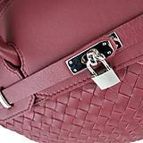 Kabelky - Ručne pletená kožená kabelka v bordovej farbe - 10404252_