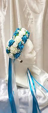 Tyrkysovo biela kvetinová parta so stuhami