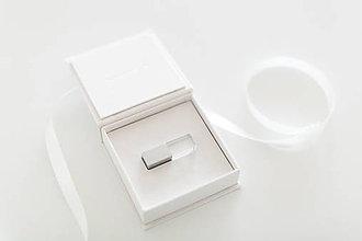 Darčeky pre svadobčanov - Krabička obal na USB Flash disk - 10402598_