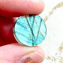 Minerály - Labradorit obojstranne vyrezávaný kabošon kruh LV (LV012, 14,8 Ct., 17x17x5 mm) - 10409678_