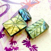 Minerály - Labradorit obojstranne vyrezávaný kabošon obdĺžnik LV - 10409786_