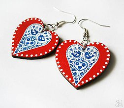 Náušnice - Modro-červené folklórne srdcové náušnice s bodkami - 10408551_