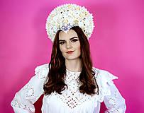 Ozdoby do vlasov - Romantická biela (ne)tradičná svadobná parta - 10408585_