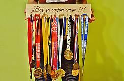 Vešiak na medaily -