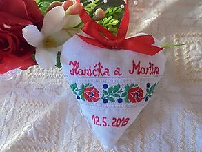 Darčeky pre svadobčanov - Ľudové svadobné srdiečko - 10406287_