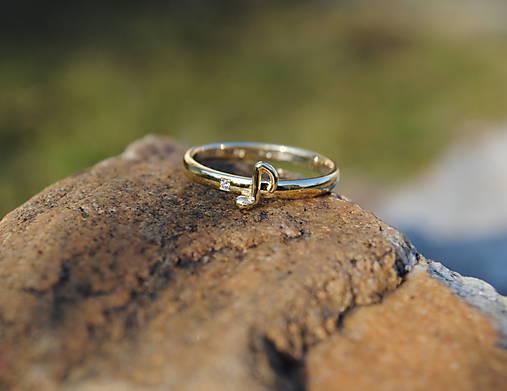 Čistý tón ( zlatý prstienok s diamantom)