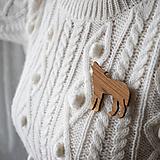Odznaky/Brošne - Drevená brošňa vlk - 10412559_