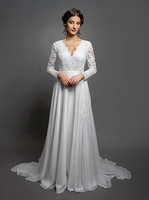 d351aa91e413 Svadobné šaty s dlhým rukávom a kruhovou sukňou s vloženou vlečkou ...