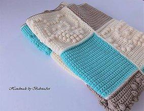Úžitkový textil - Háčkovaná štvorcová deka - 10412719_