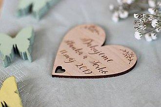 Darčeky pre svadobčanov - Drevená svadobná magnetka - 10411639_