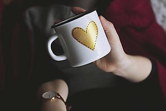 Nádoby - Smaltovaný hrnček - Zlaté srdco - 10412381_