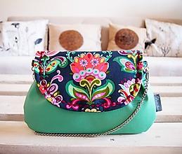 Kabelky - Pestrofarebná kabelka so zelenou koženkou - 10415408_